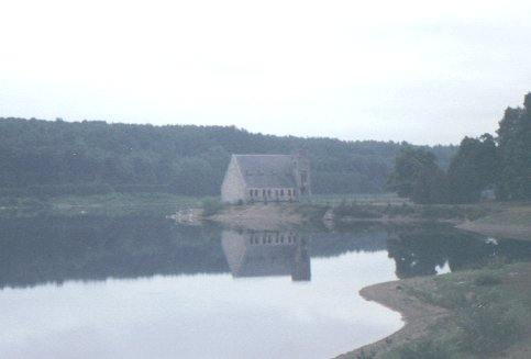 Old Stone Church, West Boylston, MA, photo by Laurie D. T. Mann, © 1995